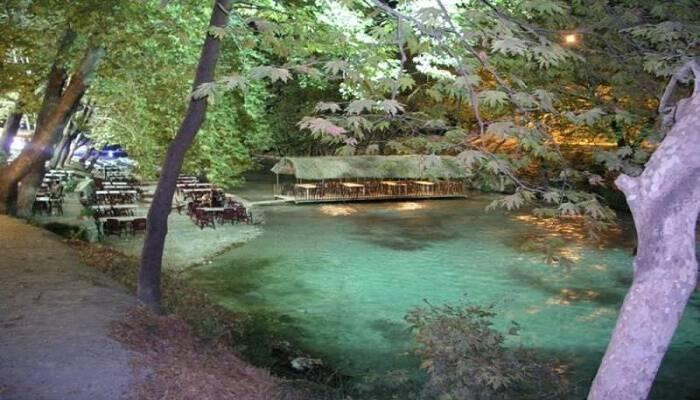 Το μικρό ελληνικό χωριουδάκι δίπλα σε ποτάμι που μαγεύει με το υπέροχο φυσικό περιβάλλον του