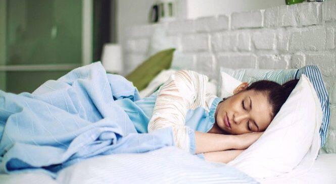 Από ποια πλευρά του σώματος πρέπει να κοιμόμαστε. Γιατί η αριστερή πλευρά είναι η πιο σωστή και σε τι βοηθάει