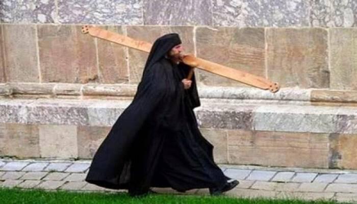 Το Ήξερες? Δείτε Τι συμβολίζουν τα ρούχα των μοναχών