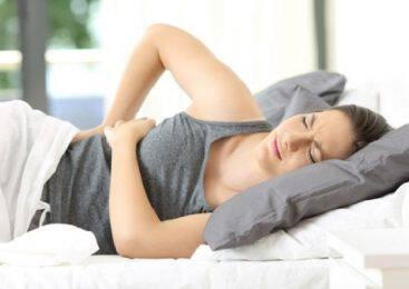 Πώς Να Ξαπλώσετε Για Ύπνο Αν Πονάει Η Μέση Σας