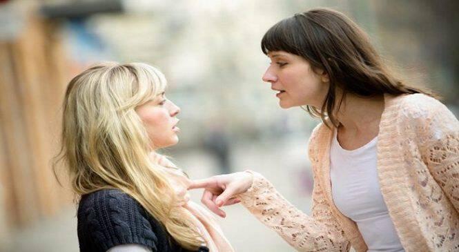 Μήπως η φίλη σου σε ζηλεύει; Τρία σημάδια που θα πρέπει να σε υποψιάσουν