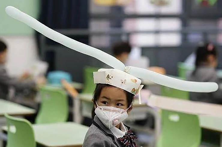 Κίνα: Οι μαθητές φορούν καπέλα με πτερύγια για να κρατούν τις αποστάσεις[photos]